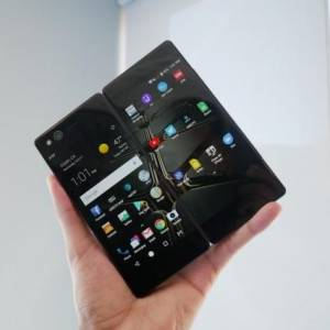 这款国产手机居然有两个屏幕!