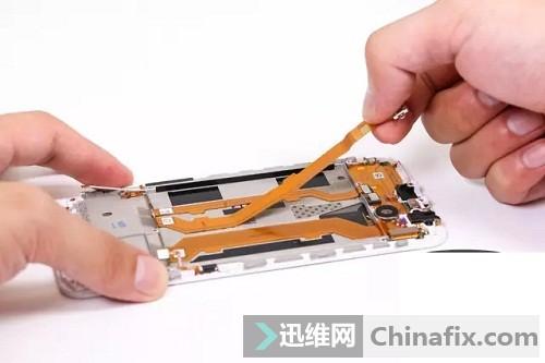 取下micro USB接口排线
