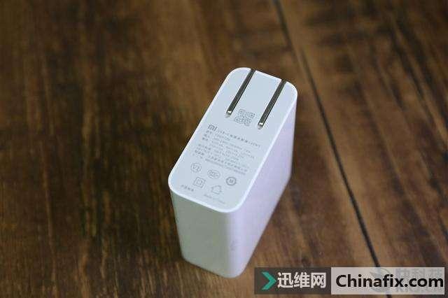↑↑↑小米笔记本Pro的USB-C电源适配器-小米最强笔记本测评 8代酷睿 图片