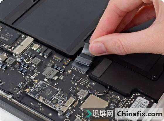 Macbook Pro Air苹果笔记本进水不开机、黑屏怎么处理?