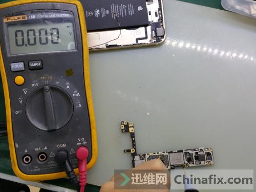 图2 iPhone6S进水不开机,50MA循环掉电维修