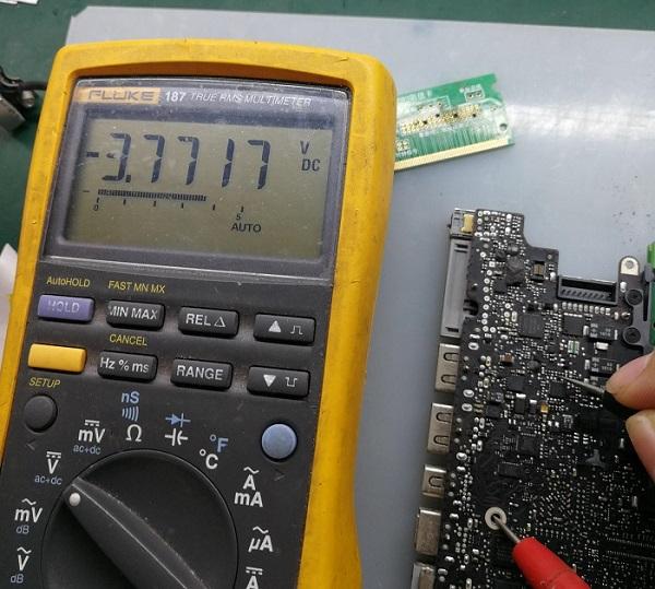 苹果A1278笔记本电池不充电 电源指示灯不亮故障维修3
