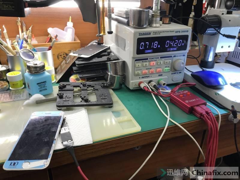 苹果6卡白苹果花屏故障维修