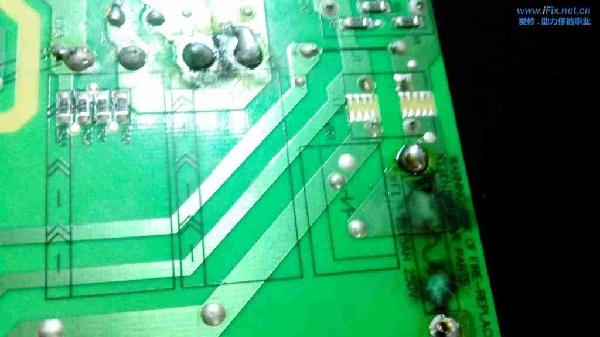 美乐LE32M02F液晶电视红灯亮不开机故障维修3