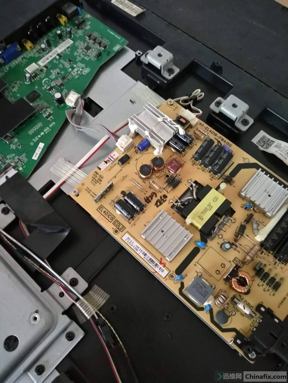 正常工作没多久,背光就黑一下又亮,发现那控制背光的芯片很烫,吹几下那个芯片散下热,又能亮久点