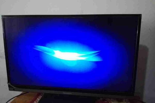 编程器修复长虹LED32560液晶电视卡在开机画面故障维修