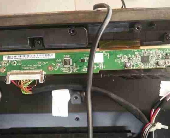 飞线维修熊猫LE32D51A液晶电视灰屏故障维修一例5