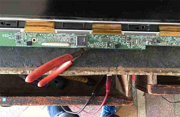 创维26LED10液晶电视灰屏故障维修一例
