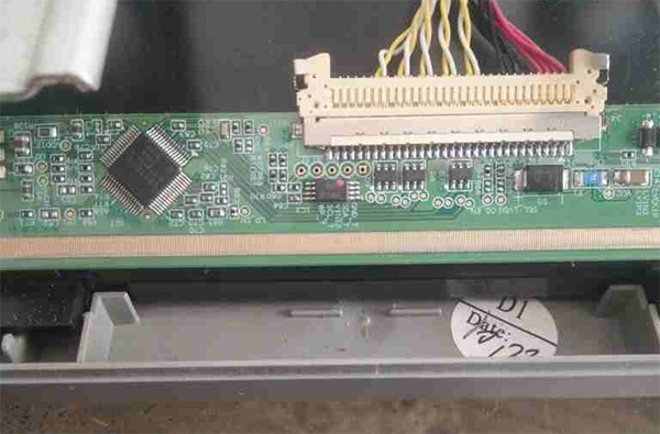 TCL L32F3350E液晶电视开机黑屏故障维修一例5