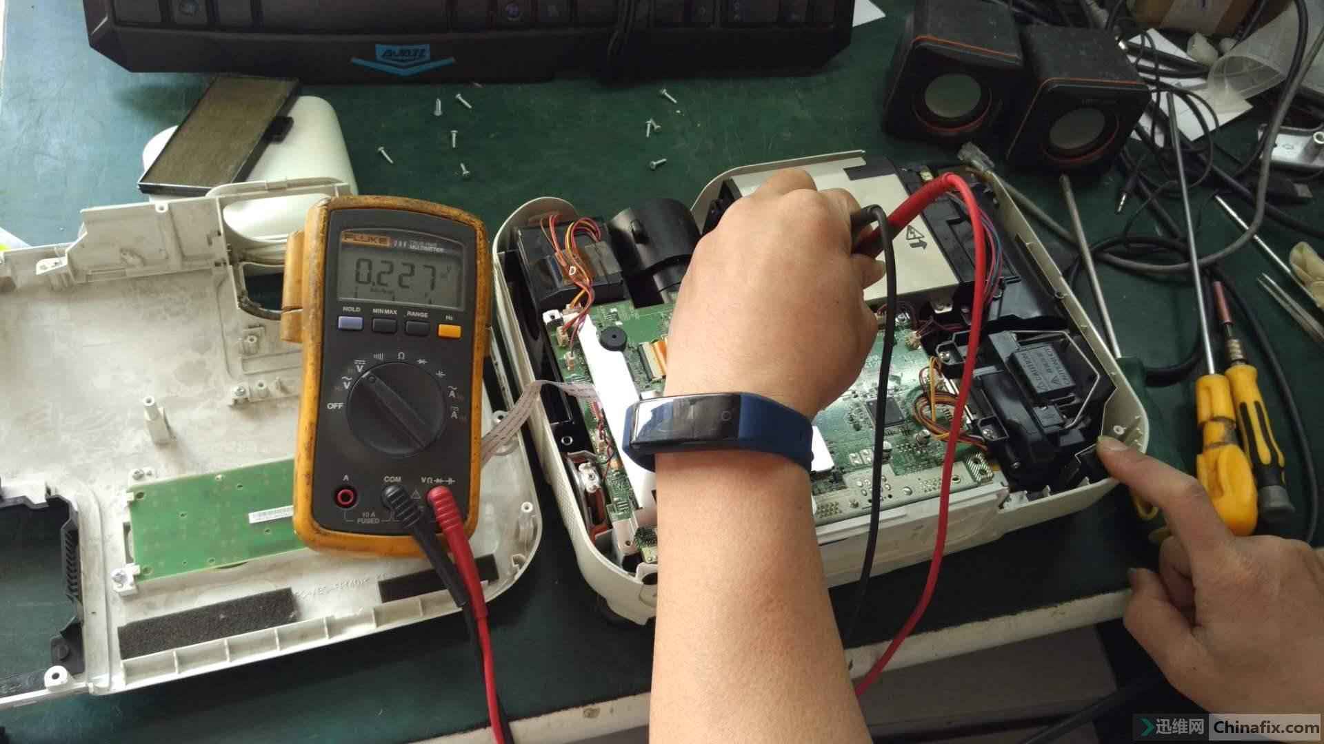 测5V电压不正常,被拉低到0.2几伏