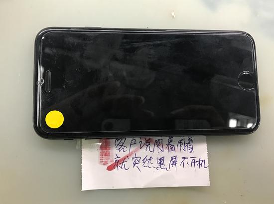 iPhone 7使用中突然手机黑屏不开机故障维修