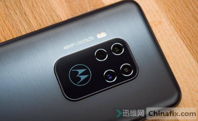 摩托罗拉OneZoom手机评测:中端价位的10倍变焦,你喜欢吗?