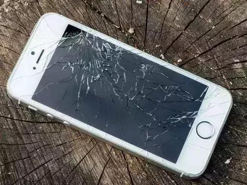 手机屏幕裂了怎么办?别急着花钱换屏,简单一招,15分钟修复