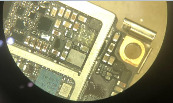 被洗了两个小时的iPhone7,进水不开机保资料维修