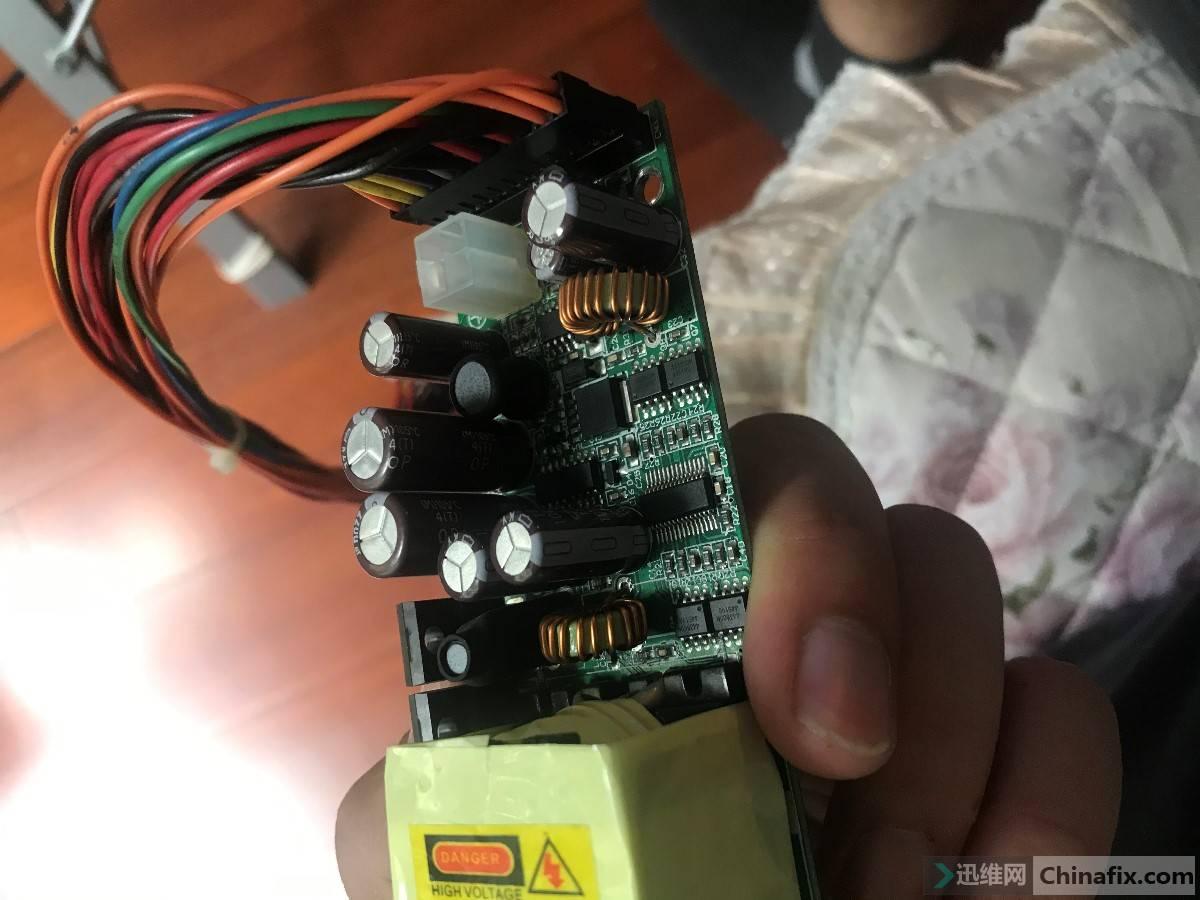 原电容 两个小细长16V1000uf