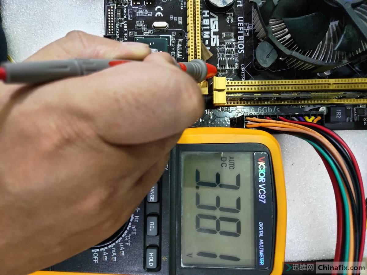 电阻PR332的 3VSB端电压.jpg