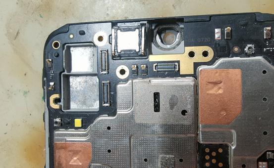 进水VIVO Z3i手机后置摄像闪退,不能拍照维修
