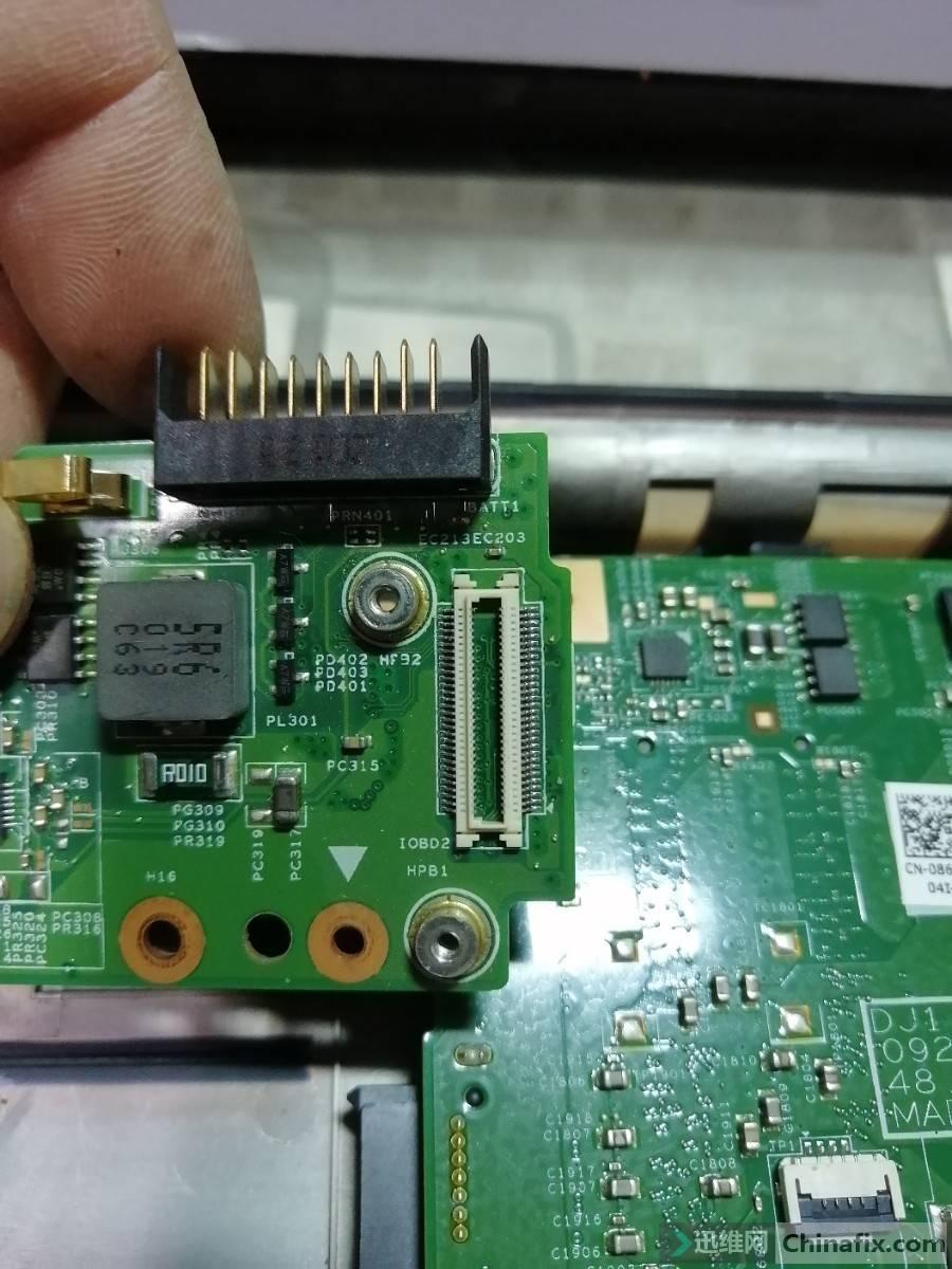 电源小板上的连接器.jpg