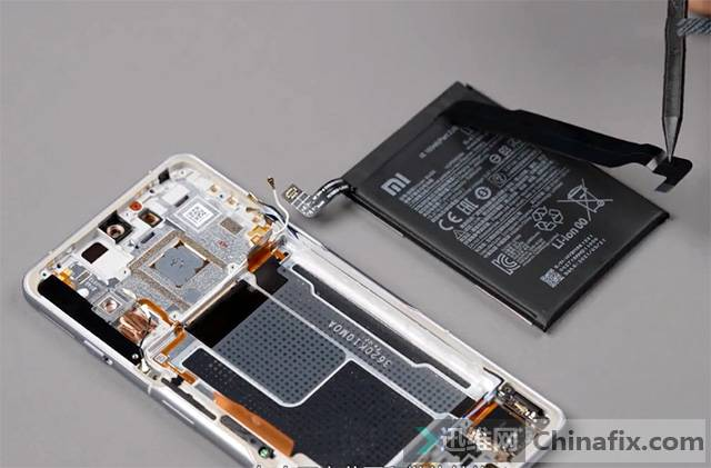 Redmi首款游戏手机K40游戏增强版拆机 电池