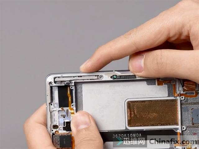 Redmi首款游戏手机K40游戏增强版拆机 肩键