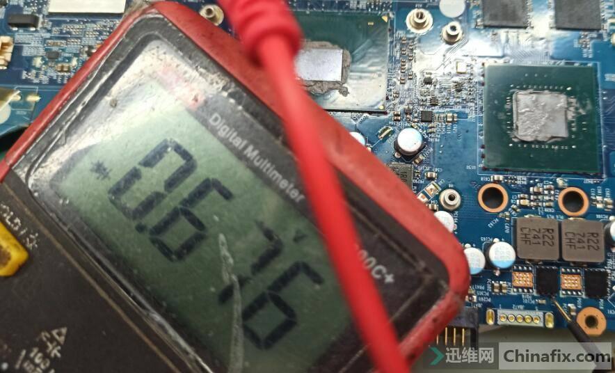 显卡供电PQ17-87350D-3脚对地值在线测量.jpg