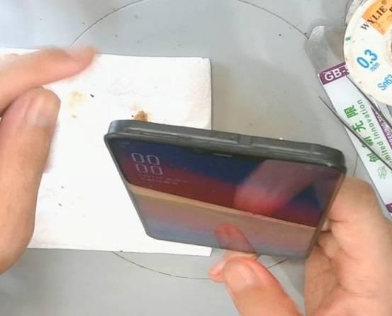 OPPO A5手机不充电,不开机维修 图3