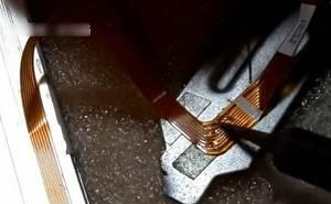 笔记本液晶屏排线断了怎么办?液晶屏排线手工焊接方法