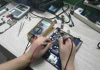 福禄克FLUKE 15B万用表测量不准,电池座腐蚀维修案例