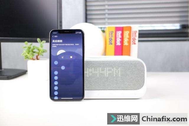 安克创新醒醒上手:你见过会帮手机充电的床头音箱吗?