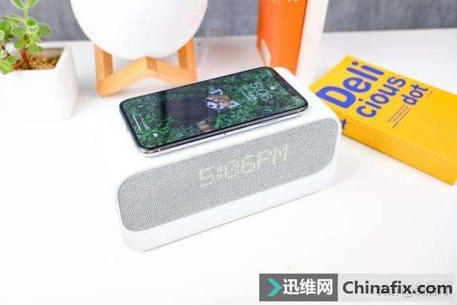 你见过会帮手机充电的床头音箱吗