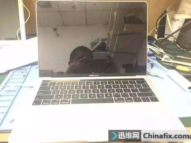 苹果A1989笔记本不开机,进水发霉官方拒保,这设计真
