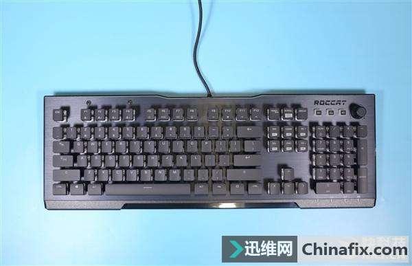 悬浮透明键轴 冰豹瓦肯121 RGB机械键盘图赏